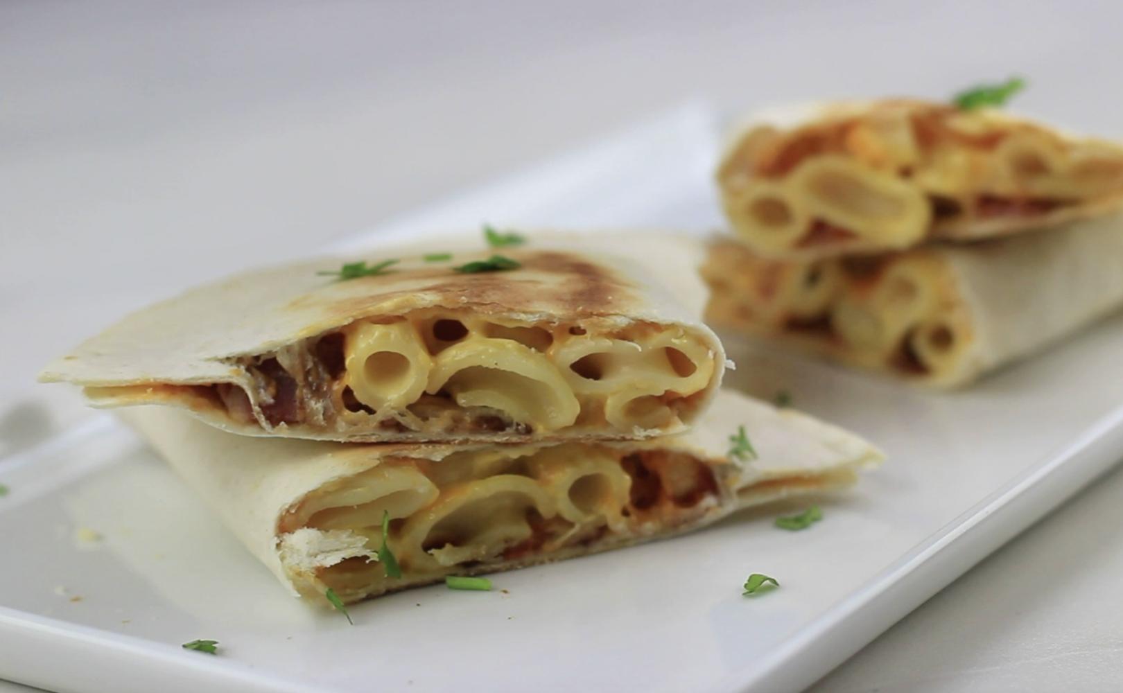 Siracha Mac n Cheese Quesdilla (1)